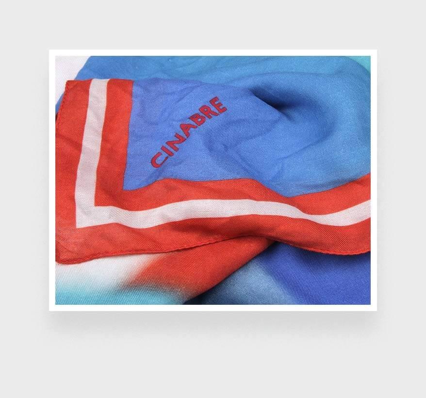Foulard corail orange et bleu Cinabre Paris Ils Arrivent en cachemire et modal