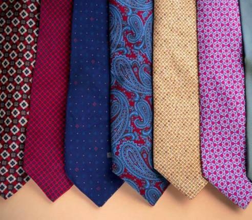 Service nettoyage pour cravates. Pressing à Paris. Service rapide.