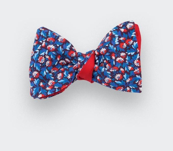 noeud papillon fleuri bleu rouge coton et soie cinabre. Black Bedroom Furniture Sets. Home Design Ideas