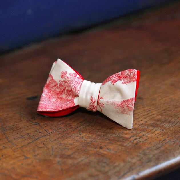 Cinabre red Toile de Jouy bow tie