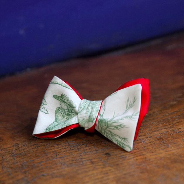 Cinabre green toile de Jouy bow tie